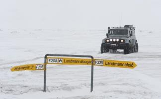 Iceland - winter super jeep tour landmannlaugar